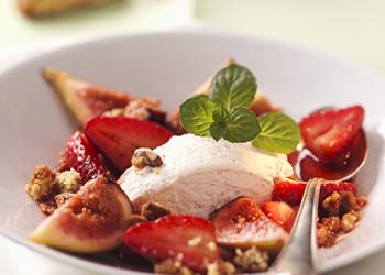 Osez la glace au fromage frais, figue, fraise et menthe