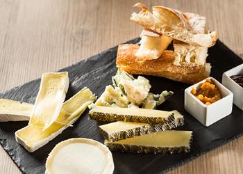 les meilleures adresses pour d guster des planches de fromages de qualit. Black Bedroom Furniture Sets. Home Design Ideas