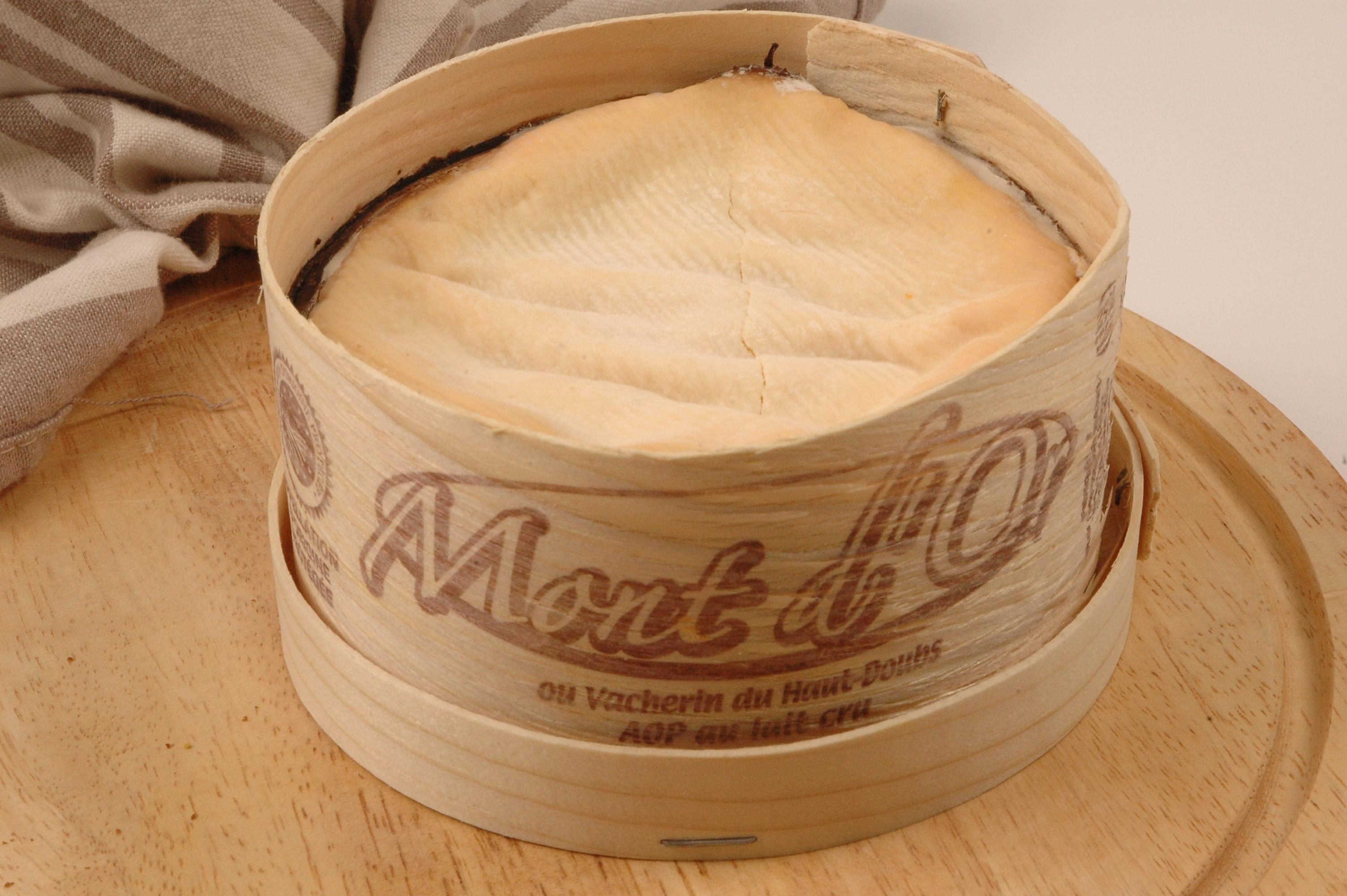 avoir une boite en bois est une n cessit pour certains fromages la cr merie royale vous. Black Bedroom Furniture Sets. Home Design Ideas